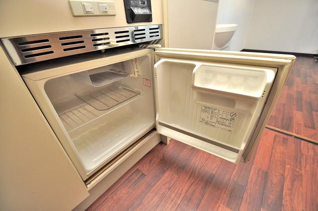 アクアオース 嬉しいミニ冷蔵庫付きです。家電代1つ分浮きましたね。