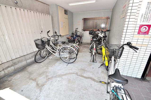 ラパンジール小路東 屋内にある駐輪場は大切な自転車を雨から守ってくれます。
