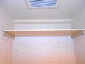 トイレ内上部の棚