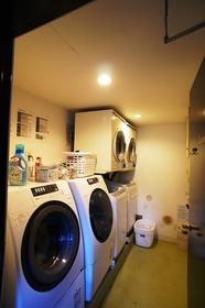 洗濯機・乾燥機置場。