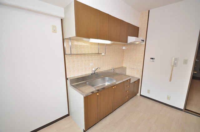 豊都ビル 大きなキッチンはお料理の時間を楽しくしてくれます。
