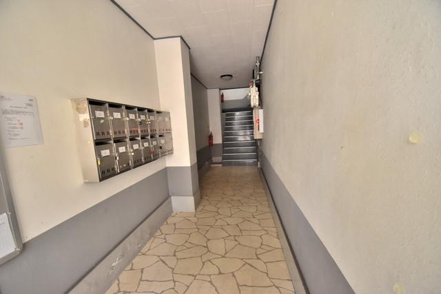 セイワパレス寺山公園 玄関まで伸びる廊下がきれいに片づけられています。
