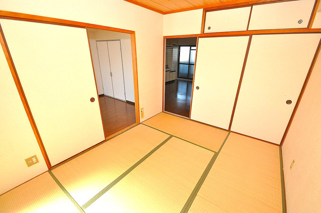 TSUJIHANAビルディング 畳の心地よい香りがする、この空間で癒されてください。