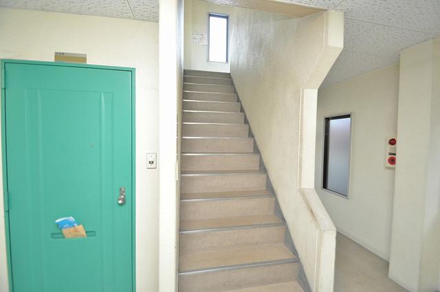 21ハイム この階段を登った先にあなたの新生活が待っていますよ。