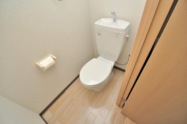 M'プラザ高井田 白くてピカピカのトイレですね。癒しの空間になりそう。