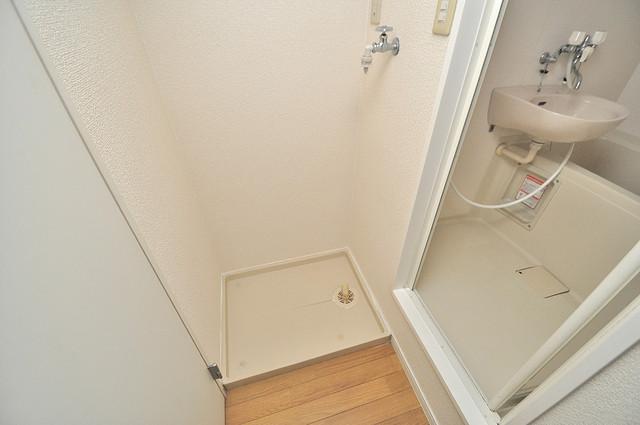 レオパレス菱屋西 嬉しい室内洗濯機置場。これで洗濯機も長持ちしますね。