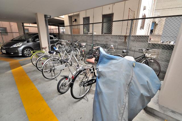 コボックス 敷地内にある専用の駐輪場。雨の日にはうれしい屋根つきです。