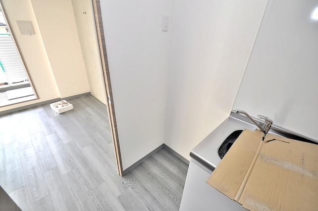 Amabile小路 冷蔵庫置き場も確保。キッチンのすぐ横だから使いやすい。