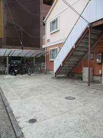 ベルグラン白楽A棟駐車場