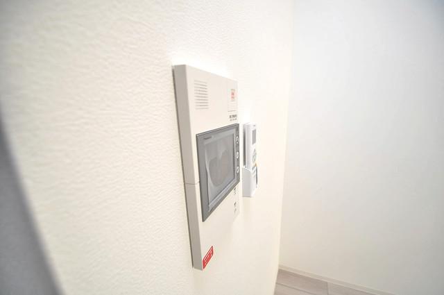 レジュールアッシュOSAKA新深江 TVモニターホンは必須ですね。扉は誰か確認してから開けて下さいね