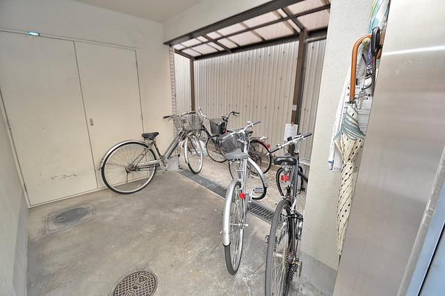 シェレ今里 駐輪場が敷地内にあります。愛車を安心して置いておけますね。