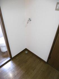 https://image.rentersnet.jp/e565f473e4d836756934a285c5738d2a_property_picture_1991_large.jpg_cap_洗濯機置き場