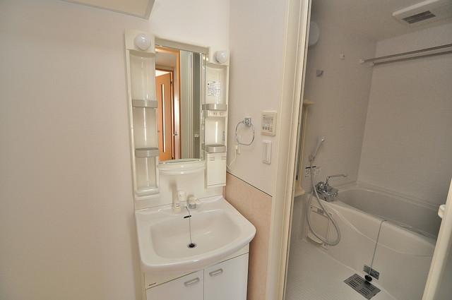 T-WEST 人気の独立洗面所はゆったりと余裕のある広さです。