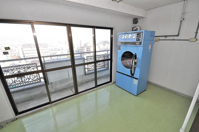 ロイヤル巽 もちろん乾燥機も完備してますよ。