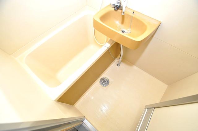 ランド雅 単身さんにちょうどいいサイズのバスルーム。