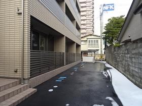 https://image.rentersnet.jp/e6695d77-39ca-4c5b-b319-58e1bd634265_property_picture_2418_large.jpg_cap_外観