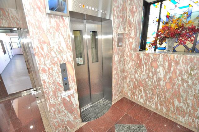 オークハイツ 嬉しい事にエレベーターがあります。重い荷物を持っていても安心