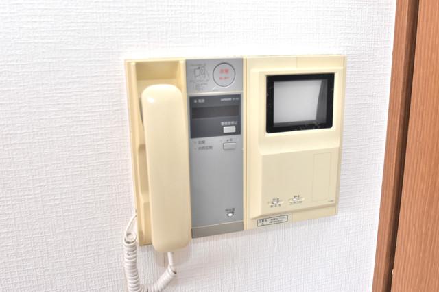 サンオークスマンション TVモニターホンは必須ですね。扉は誰か確認してから開けて下さいね