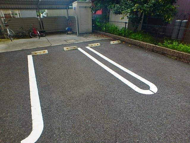 クレール エスプアール駐車場