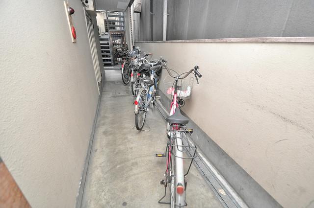 エイチ・ツーオー高井田ビル 敷地内には専用の駐輪スペースもあります。