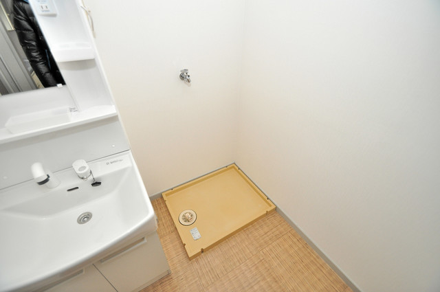サンライフ若江東 洗濯機置場が室内にあると本当に助かりますよね。
