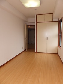 ベルハイツ 201号室