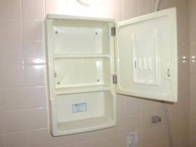 ユニットバス内にある洗面用キャビネット
