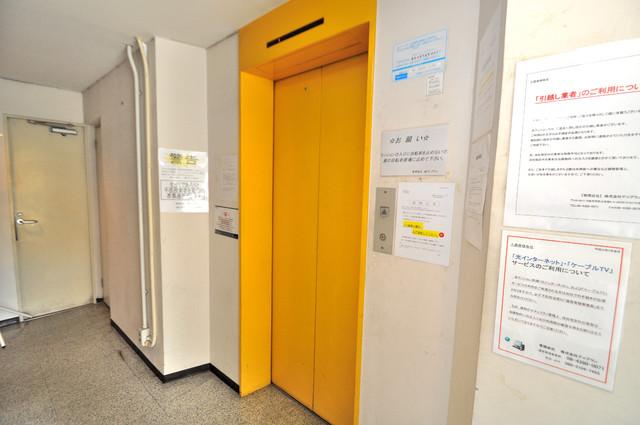 新星本社ビル 嬉しい事にエレベーターがあります。重い荷物を持っていても安心