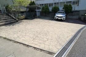 https://image.rentersnet.jp/e7dc4ce8-0473-4456-ba8f-5111d9162834_property_picture_956_large.jpg_cap_駐車場