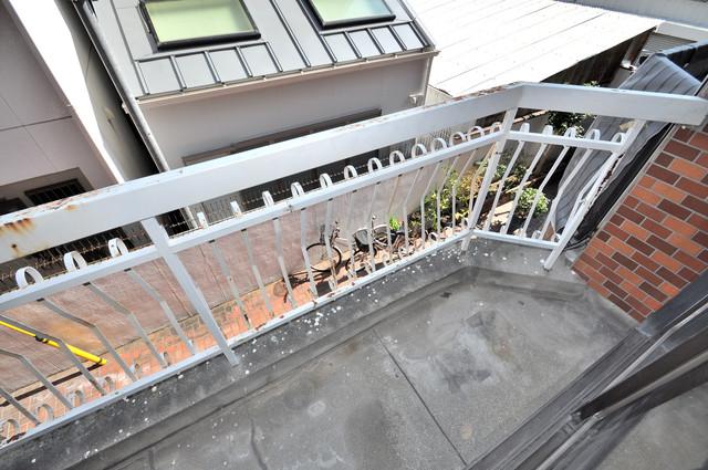 太平寺2丁目 連棟住宅 南向きのバルコニーは陽当りが良く、心地よい空間です。
