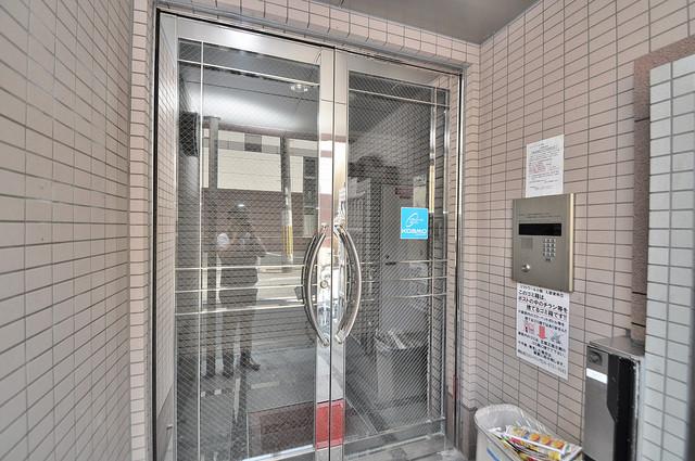 ビクトワール小阪 オシャレなエントランスは安心のオートロック完備です。