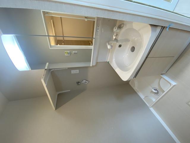 ステディ八戸の里 人気の独立洗面所はゆったりと余裕のある広さです。