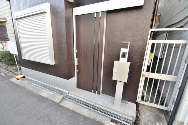 横沼町1-9-12 貸家 高級感がある広いエントランスがあなたを出迎えてくれます。