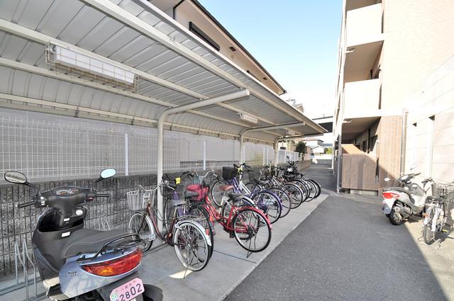 リバーサイド金岡六番館 敷地内にある専用の駐輪場。雨の日にはうれしい屋根つきです。