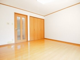 https://image.rentersnet.jp/e86aa708-a01c-4e4a-aa2e-640a974482c9_property_picture_2988_large.jpg_cap_居室