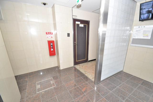 エムロード中川 エレベーターホールもオシャレで、綺麗に片づけられています。