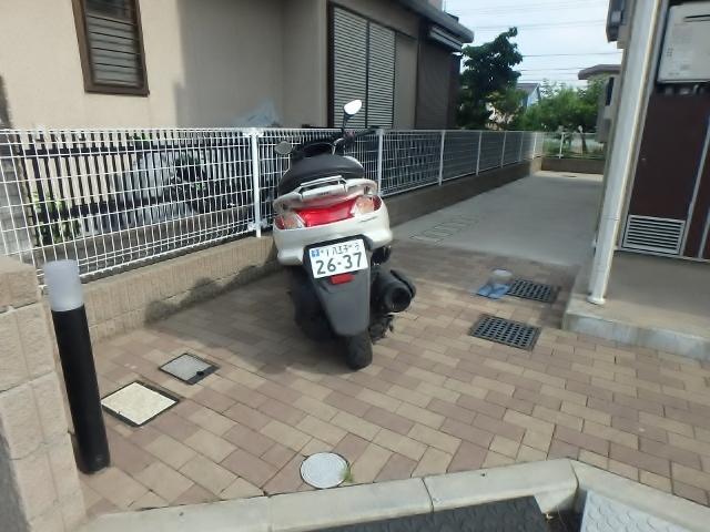 レオネクストFigaro駐車場