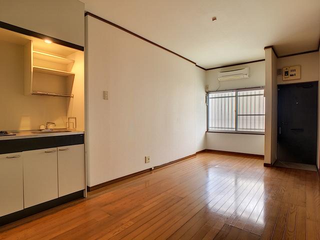 https://image.rentersnet.jp/e8b12992-2c7c-402a-9992-18b123e0e574_property_picture_3193_large.jpg