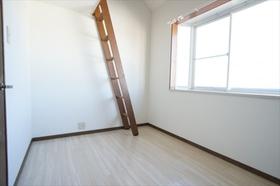 6帖の居室。北西向きでも明るいお部屋!