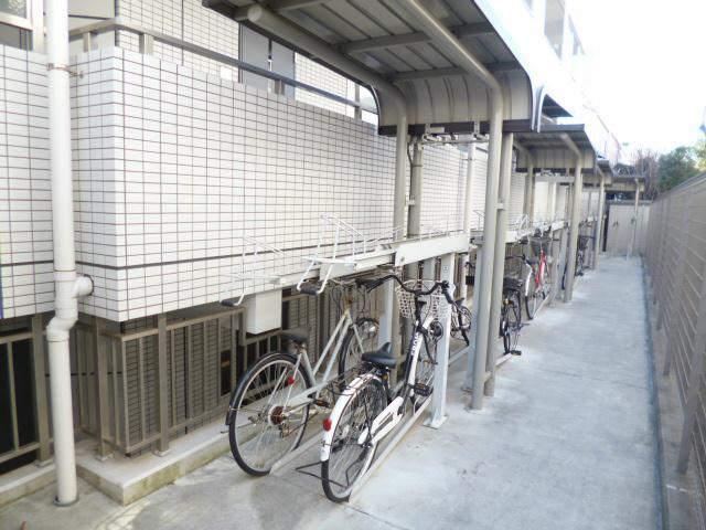 スカイコート新宿弐番館駐車場