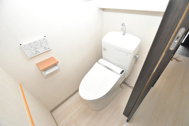 横沼町1-9-12 貸家 清潔感たっぷりのトイレです。入るとホッとする、そんな空間。