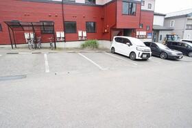 https://image.rentersnet.jp/e8e0a0f2-f3b2-46bb-bfb7-79abf5099b39_property_picture_956_large.jpg_cap_駐車場