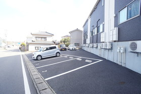 https://image.rentersnet.jp/e8fb76b4-eeb9-4781-8f1b-481dce1e4541_property_picture_956_large.jpg_cap_駐車場