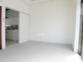 白を基調とした明るいお部屋です。