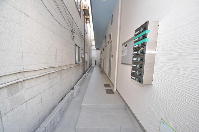 サンモール巽西 玄関まで伸びる廊下がきれいに片づけられています。