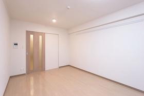 ボーブリアンあさひ (各種駐輪場完備) 101号室