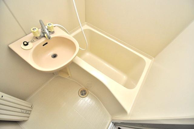 金沢ビル ゆったりと入るなら、やっぱりトイレとは別々が嬉しいですよね。