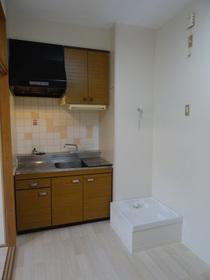 https://image.rentersnet.jp/e9a1bc67-38ba-405a-aec9-9bd4265d46a7_property_picture_2418_large.jpg_cap_キッチン