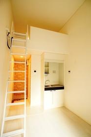 https://image.rentersnet.jp/e9e783f651a368e9e0a1652791ca6318_property_picture_962_large.jpg_cap_ロフト付の洋室。