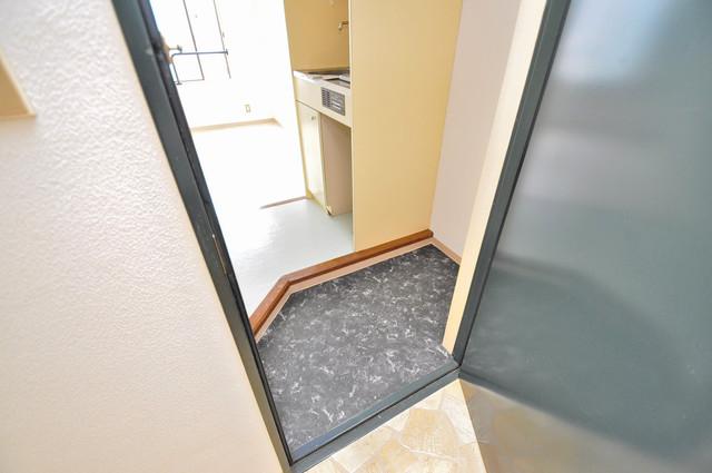 アバンティ八戸ノ里 お部屋の入口には何も置かず、シンプルが一番ですね。